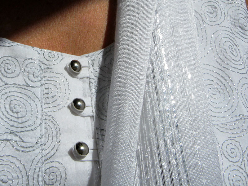 Wit hemdje, White embroidered top